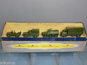 【送料無料】模型車 モデルカー スポーツカー モデルセットdinky toys model 699 military vehicles gift set 1  vn mib