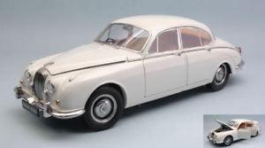 【送料無料】模型車 モデルカー スポーツカー モデルパラゴンモデルdaimler 250 v8 1967 white 118 model paragon models