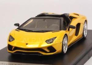 【送料無料】模型車 モデルカー スポーツカー ランボルギーニロードスターlamborghini aventador s roadster giallo 143 looksmart ls482e