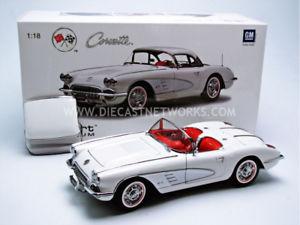 【送料無料】模型車 モデルカー スポーツカー シボレーコルベットautoart 118 chevrolet corvette 1958 71147