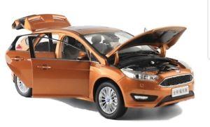 【送料無料】模型車 モデルカー スポーツカー オレンジメタリックフォードフォーカスpaudi ford focus 2015 orange metallic 118 neu