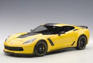 【送料無料】模型車 モデルカー スポーツカー シボレーコルベットレーシングイエローautoart 71260 118 chevrolet corvette c7 z06 2015 racing yellow neu