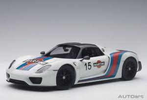 【送料無料】模型車 モデルカー スポーツカー ポルシェスパイダーパッケージホワイトマルティニ