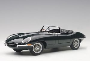 【送料無料】模型車 モデルカー スポーツカー ジャガータイプロードスターシリーズautoart 73604 118 jaguar etype roadster series i 38 1961 green neu