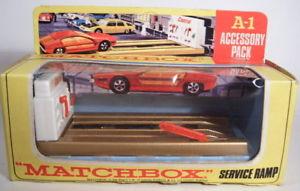 【送料無料】模型車 モデルカー スポーツカー マッチアクセサリパックサービスランプゴールドメタリックボックスオン
