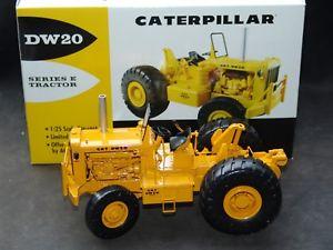 【送料無料】模型車 モデルカー スポーツカー ギアシリーズトターfirst gear 490218 125 cat dw 20 series e fourwheel tractor ovp selten