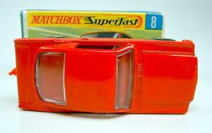 【送料無料】模型車 モデルカー スポーツカー マッチフォードマスタングmatchbox sf nr8a ford mustang rot mit roter einrichtung top mit box
