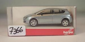 【送料無料】模型車 モデルカー スポーツカー レオンリムジンシルバーメタリック#herpa 187 nr 033473 seat leon limousine silbermetallic ovp 7366