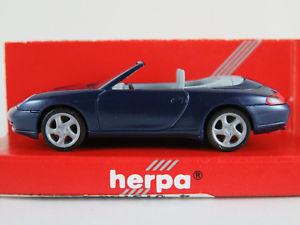 【送料無料】模型車 モデルカー スポーツカー ポルシェカレラカブリオレherpa 032674 porsche 911 carrera 4 cabrio 2000 in blaumet 187h0 neuovp