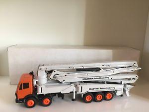 【送料無料】模型車 モデルカー スポーツカー コンクリートポンプコンラッドmb putzmeister m 52 betonpumpe readymix von conrad 150 ovp