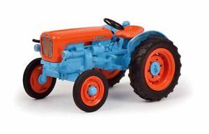 【送料無料】模型車 モデルカー スポーツカー ランボルギーニ09028 schuco pro r 143 lamborghini trattori 2241 r