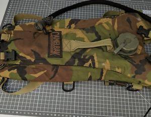 【送料無料】キャンプ用品 camelbak 1britishbcb fast free postcamelbak dpm hydration bladder large filler british army bcb fast free post