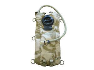 【送料無料】キャンプ用品 カムフラージュシステムdesert camouflage camelbak hydration system army used sp4990