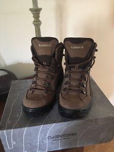 【送料無料】キャンプ用品 レディースウォーキングブーツ listinglowa ladies walking boots