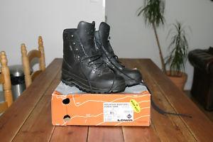 【送料無料】キャンプ用品 マウンテンブーツメンズユーロlowa mountain boots gtx mens 85 uk or eur 425 or us 95