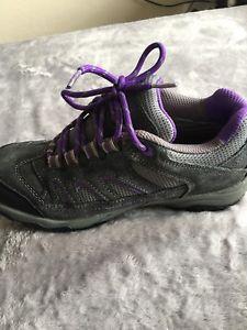 【送料無料】キャンプ用品 マウントジュニアトレーナーウォーキングハイキングブーツサイズグレーkarimor mount low junior trainerswalkinghiking boots size 3 grey