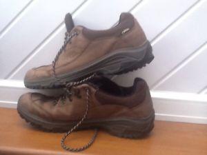 【送料無料】キャンプ用品 ウォーキングハイキングシューズゴアテックスブラウンレザーscarpa walking hiking shoes gore tex brown leather 45 105