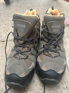 【送料無料】キャンプ用品 ウォーキングブーツサイズregatta walking boots size 12