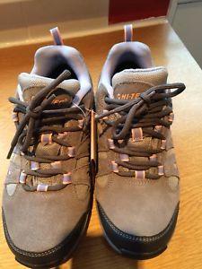 【送料無料】キャンプ用品 テックアルトレディースウォーキングシューズブランドサイズhitec alto 2 ladies walking shoes brand size 4