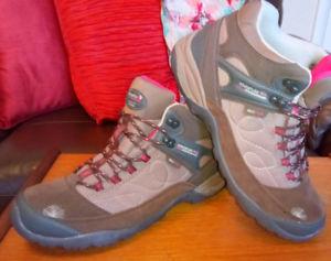 【送料無料】キャンプ用品 レガッタレディウォーキングハイキングブーツサイズrp60 regatta lady adscursion leather walking hiking boots size uk 8 used once