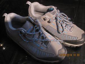 【送料無料】キャンプ用品 ウォーキングハイキングシューズサイズボックストレーナーmountain essentials walking hiking climbing shoes trainers size 6 no box