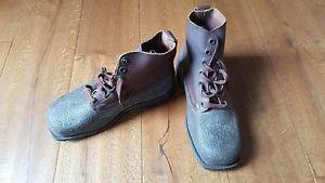 【送料無料】キャンプ用品 ビンテージスウェデンウォーキングブーツサイズvintage swedish leather m59 military mountain walking boots, size 11 to 115