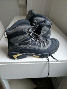 【送料無料】キャンプ用品 レガッタハイキングアルファブーツregatta womens hiking boots alpha pro vtx  and unused