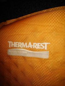 【送料無料】キャンプ用品 マットthermal rest self inflating roll matt regular