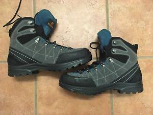 【送料無料】キャンプ用品 ブーツサイズscarpa revolution gtx boots size 44