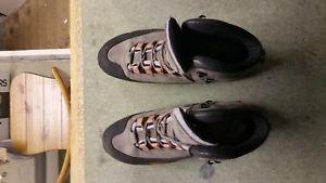 【送料無料】キャンプ用品 ソロモンブラザーズメンズハイキングブーツフリーウォーキングsalomon gtx mens hiking walking boots, nearly  uk 11 free crampons