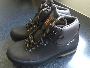 【送料無料】キャンプ用品 ウォーキングブーツサイズaltberg malham leather walking boots size 3 12