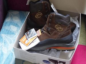 【送料無料】キャンプ用品 ウォーキングハイキングブーツメンズサイズタグmeindl vakuum gtx walking hiking boots men's size uk 95 eu 44 with tags on