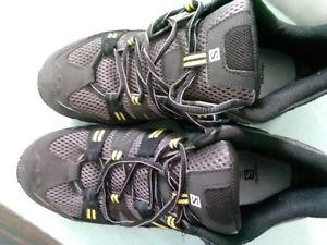 【送料無料】キャンプ用品 メンズサロモンウォーキングシューズサイズmens salomon contragrip walking shoes size 10 excellent condition, hardly worn
