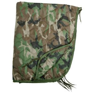【送料無料】キャンプ用品 ポンチョライナーキルトトラベルマットウッドランドarmy poncho us gi liner quilted travel blanket sleeping bag mat woodland camo