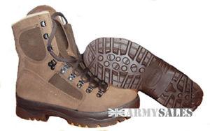 【送料無料】キャンプ用品 イギリスブラウンデザートフォックスブーツサイズbritish army meindl brown desert fox assaultcombat boots various sizes grade1