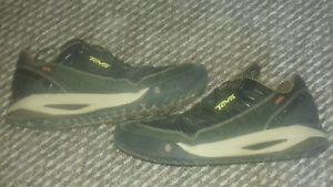 【送料無料】キャンプ用品 テバイベントハイキングシューズスパイダーラバーソールサイズteva event waterproof hiking shoes size uk 11 spider rubber sole shocpad vgc