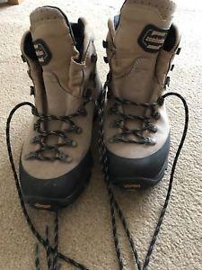 【送料無料】キャンプ用品 レディースハイキングブーツサイズladies zamberlan hiking boots size 5