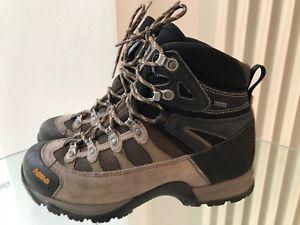 【送料無料】キャンプ用品 アーゾロレディースウォーキングハイキングブーツサイズasolo gortex ladies walking hiking boots size uk 55