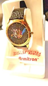 【送料無料】1990 looney tunes character watch by armitron road runner bugs sylvester porky