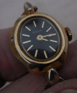 【送料無料】tres ancienne aqua by timex mecanique dame et son bracelet depoque assorti1970