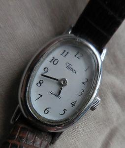 【送料無料】ancienne montre feminine timex th2 ovale au bracelet croco,tbe amp; fonctionnelle