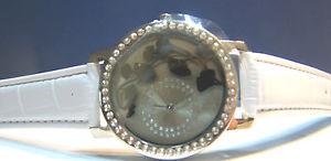 【送料無料】lovely modernlook botanical design silvertone wrist watch by la gacilly france