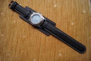 【送料無料】stunning gul surf watch on a leather lambretta cuff watch strap