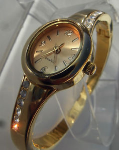【送料無料】ancienne montre feminine de 1980 ,bracelet rigide serti de fins swarovski