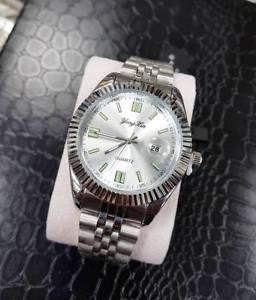 【送料無料】orologio da polso uomo quarzo datario elegante fashion silver quad silver lac