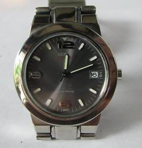 【送料無料】guess quartz date watch with stainless steel bracelet