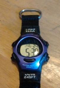 【送料無料】vintage advance alarm chronograph digital watch, running w battery m