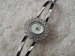 【送料無料】infinity silvertone rhinestone bracelet watch c62