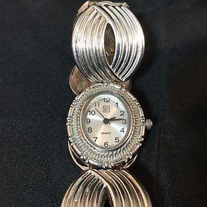 【送料無料】ny amp; co vintage watch silvertone wrist watches bracelet quartz swirls 2 rd