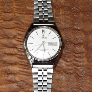 【送料無料】lorus mens vintage silvertone wristwatch water resistant quartz with daydate